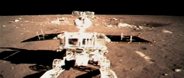 Yutu drives off Chang'e-3 lander successfully