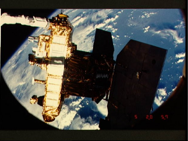 View of the Canadarm end effector touching the SIR-B antenna during STS 41-G