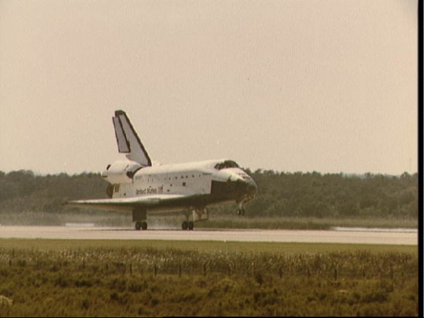 Title: Space Shuttle Challenger landing at Kennedy Space Center at end of STS 41-G