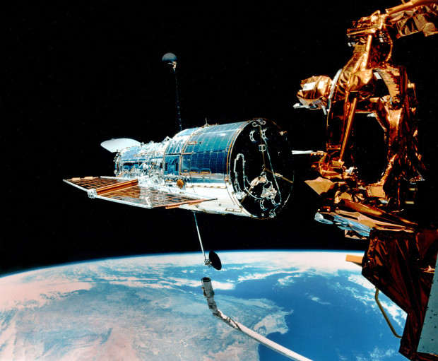 The Canadarm on board The Space Shuttle Discovery releases Hubble in April 1990. (Credit: NASA/ESA)